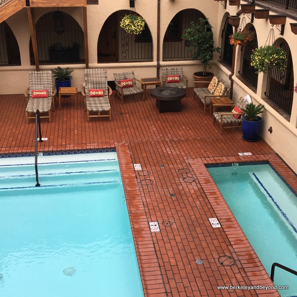 pool courtyard at Rancho Caymus Inn in Rutherford, California