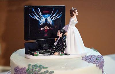 Lustige Hochzeitstorte - Mann vor Fernseher