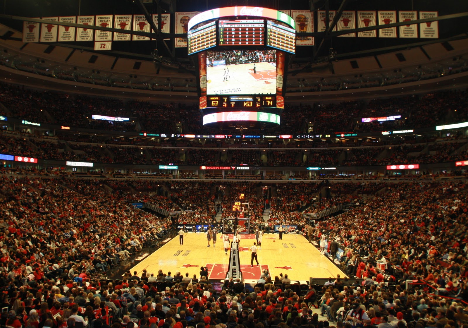 Exterior: The Kids First Chicago Bulls Game