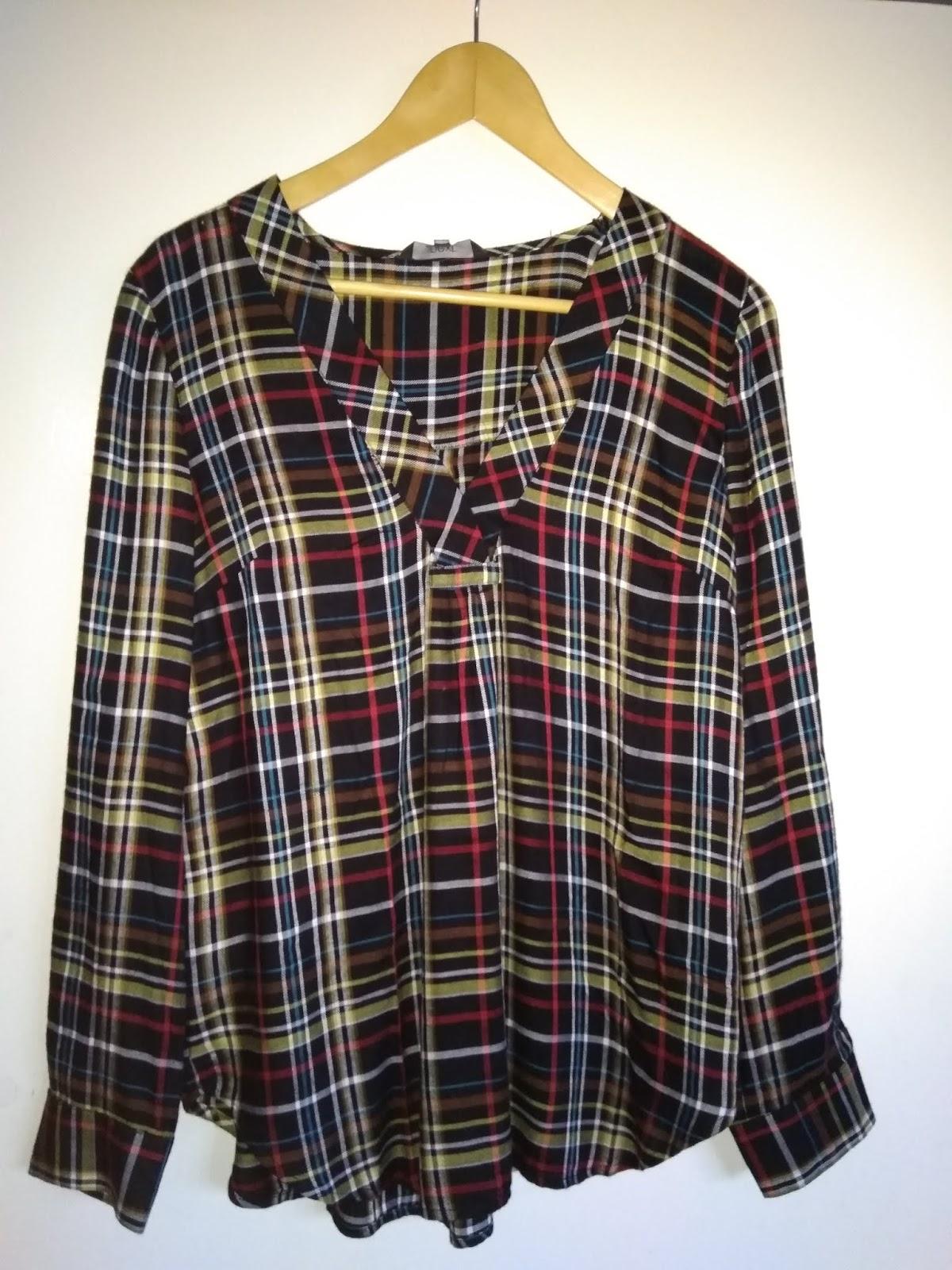 9e6bad4f118f och så köpte jag en collegetröja på GAP också till halva priset. Jag har  exakt samma tröja sedan tidigare, men i neonrosa. Jag såg den redan före  jul men ...