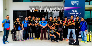 Warih-Homestay-Team-Takraw-Sabah-Bergambar-Di-Lobi-Kondominium-Univ360