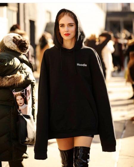 come abbinare la felpa outfit felpa hoodie tendenza felpa autunno inverno 2018 fashion blogger italiane mariafelicia magno fashion blogger colorblock by felym how to wear hoodies hoodies outfit street style