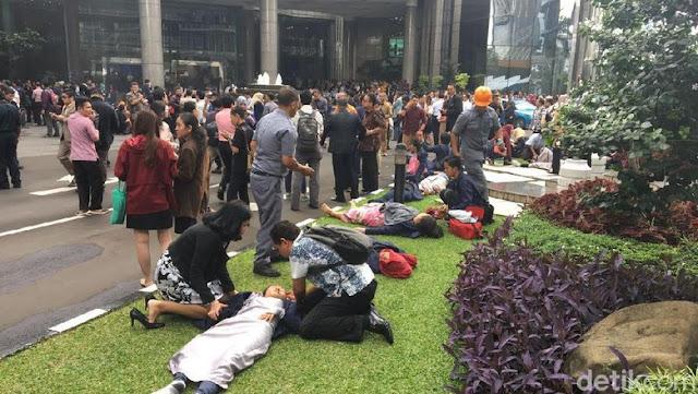 Selasar Tower II BEI Ambruk, Belasan Korban Dievakuasi ke RS
