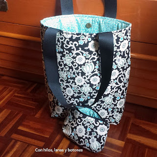 http://conhiloslanasybotones.blogspot.com.es/2017/01/tote-bag-cartera-cala.html