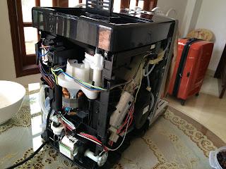 Sửa máy pha cà phê tự động Delonghi bị kẹt cối ép