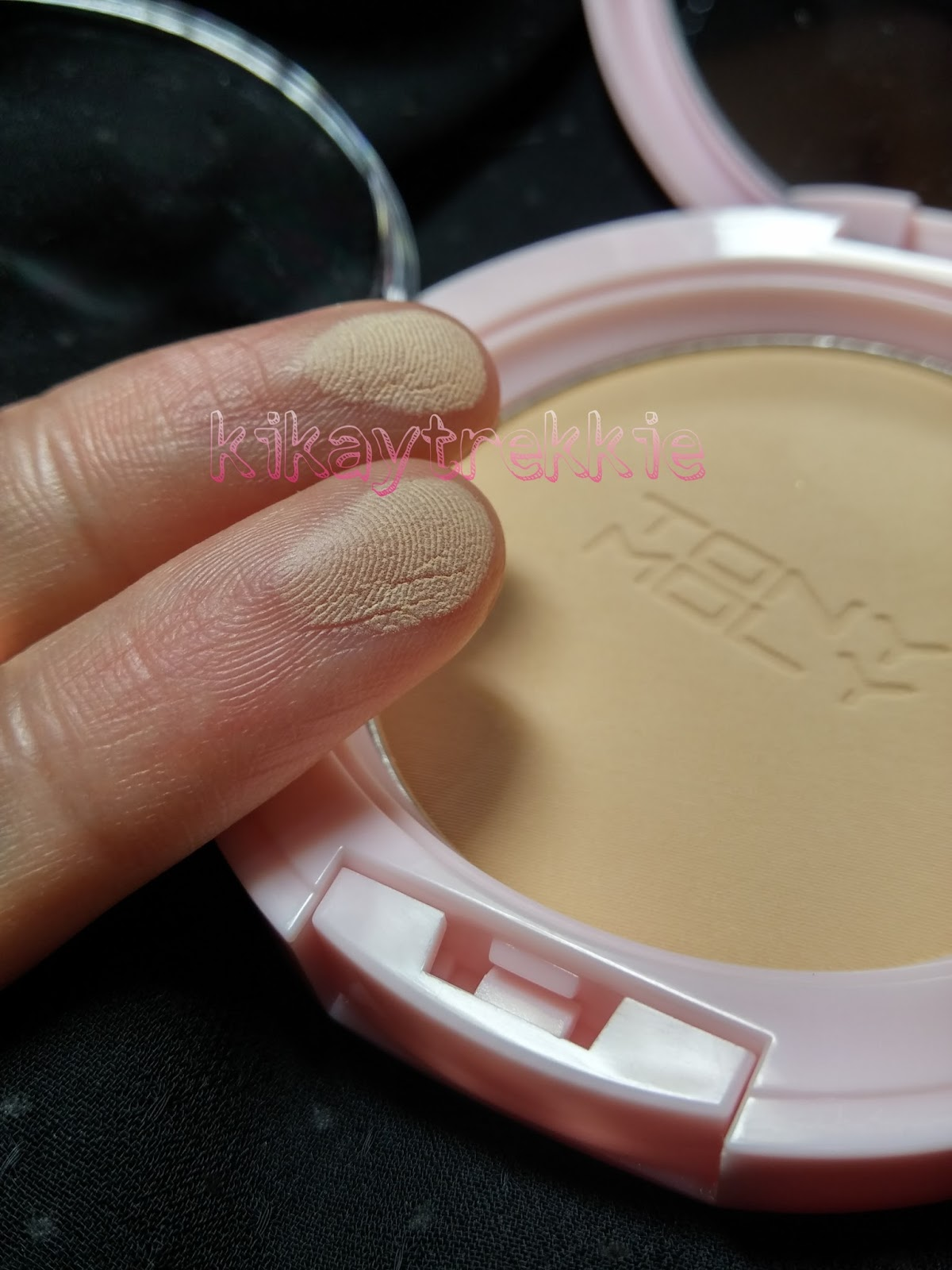 Kikay Trekkie Review Tony Moly Baby Aura Compact Pressed Powder 02 Berrianne Cream Product Ingredients Are Below And In English On The Side Of Box