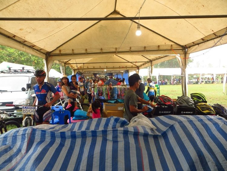 Палатка где продают вело инвентарь