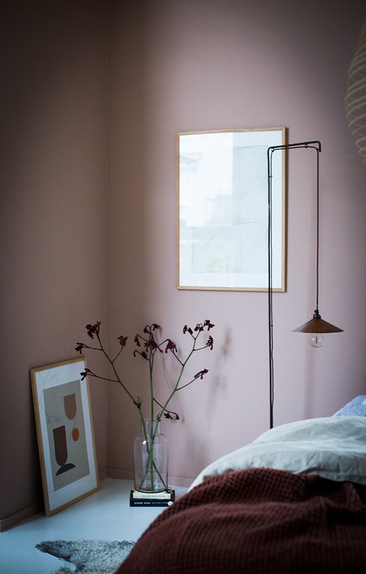 Cozy bedroom with a warm muted palette in the home of Niki Brantmark. Styling by Genevieve Jorn, photo by Niki Brantmark My Scandinavian Home