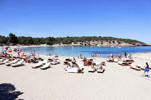 Características da Cala Bassa em Ibiza