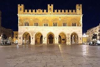 The Palazzo Pubblico in Piacenza dominates the  central Piazza dei Cavalli