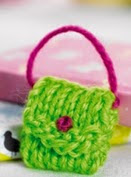 http://www.letsknit.co.uk/free-knitting-patterns/jillys_handbag