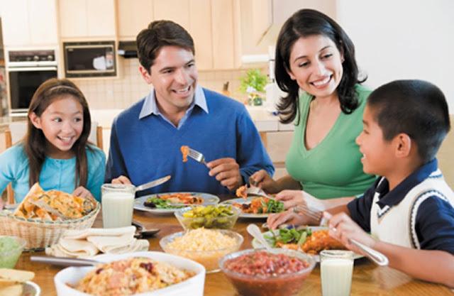 Hati-Hati! Anak akan Meniru 7 Kebiasaan Orangtua ini Tanpa Dicontohkan