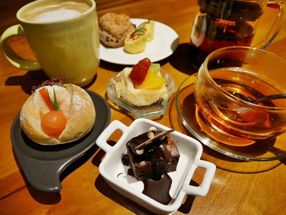AFTERNOON TEA AT VELADA TAPAS BAR & KITCHEN