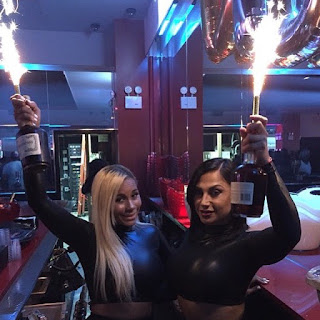 http://nightclubsuppliesusa.com/champagne-bottle-sparklers/