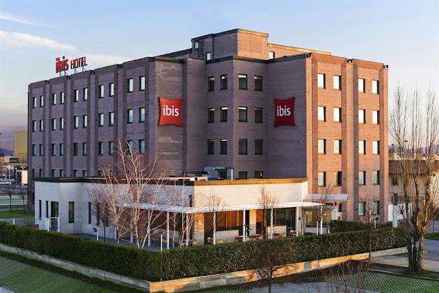 imagen exterior de un hotel Ibis