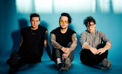 "LOVELYTHEBAND'S DEBUT SINGLE IS ANYTIHNG BUT ""BROKEN"""