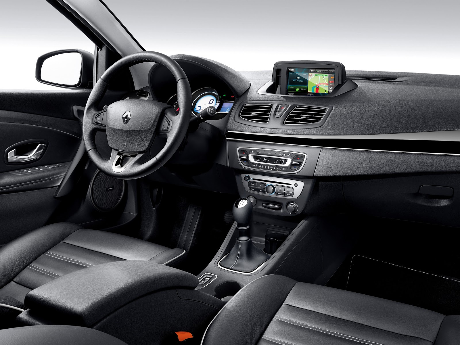 car in Renault Fluence 2014