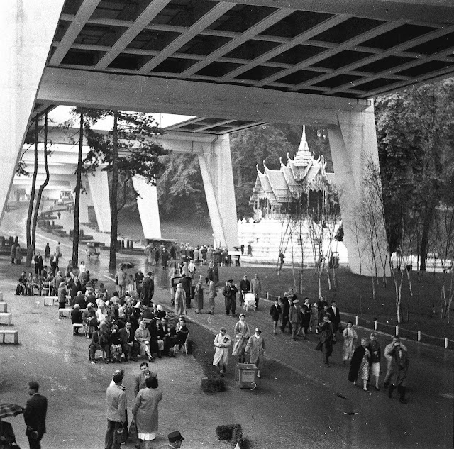 Walkway and Thailand pavilion 1958 wf