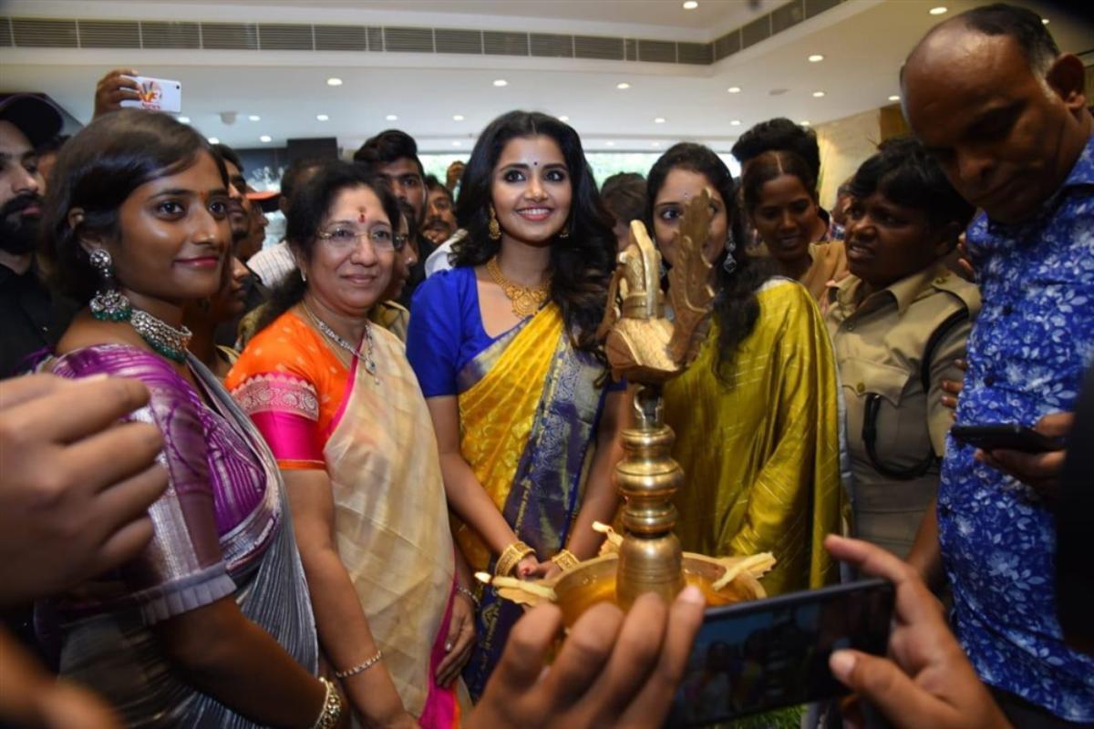 Anupama Parameswaran launches Chandana Brothers Shopping Mall Nandyala