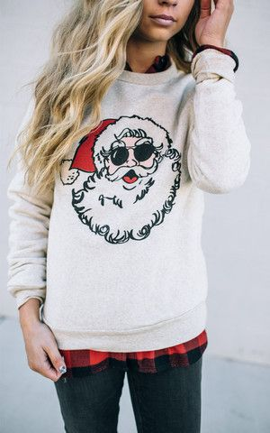 christmas outfit idea : printed sweatshirt + plaid shirt + skinnies
