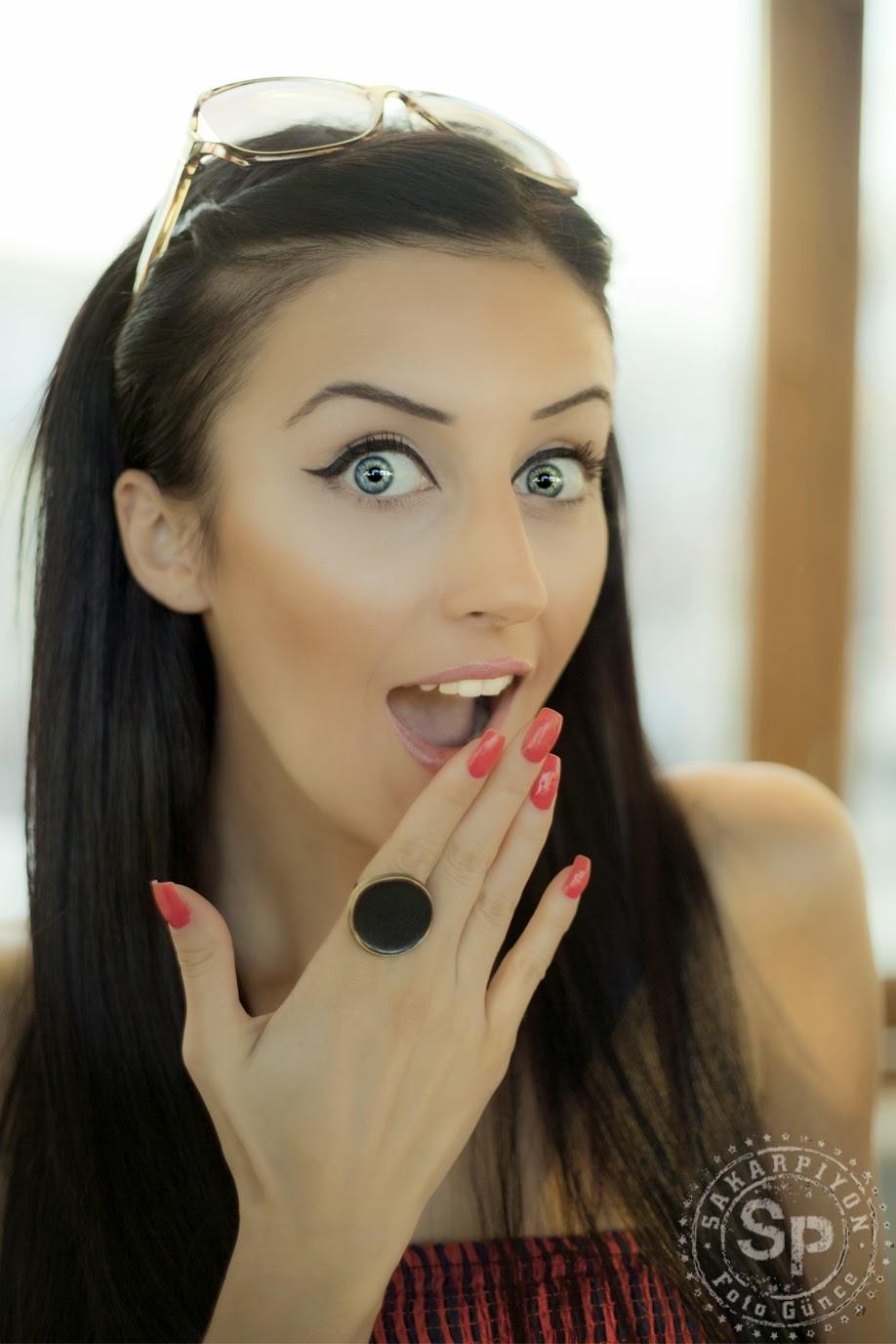 Şaşkın, Hayret, Mimik, Yüz, İfadeli Kız Fotoğrafı