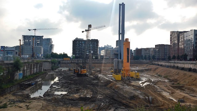 construction site near ueberseeboulevard in hamburg