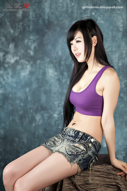 24 Hwang Mi Hee-Purple Sport Bra-very cute asian girl-girlcute4u.blogspot.com