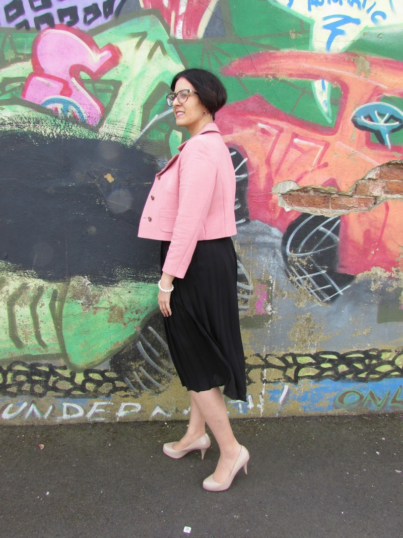 Pleated skirt, pastel blazer and breton top