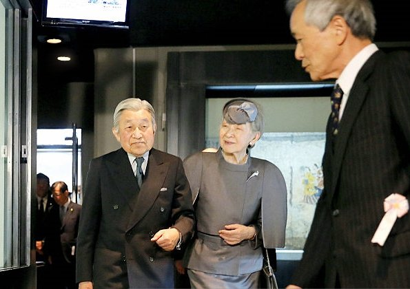 Emperor Akihito and Empress Michiko visited the Takamatsuzuka Tomb Museum in the village of Asuka on the last day of their three-day trip to Nara Prefecture, diamod rings and earrings, lace weddings dress, summer dress new style