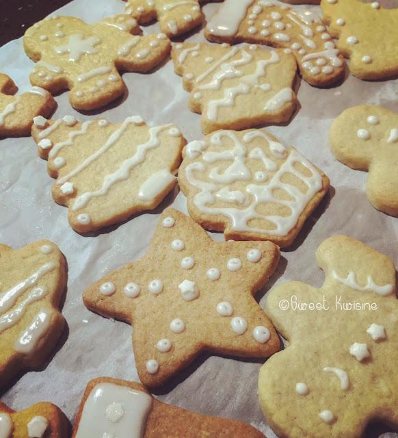 sweet kwisine, cookie, biscuit, vanille, noel, glace royale, cuisine avec les enfants