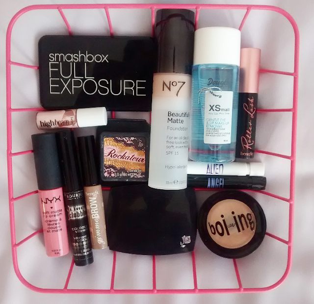 hand luggage beauty, benefit, smashbox, no7, eyeshadow, travel, travel beauty