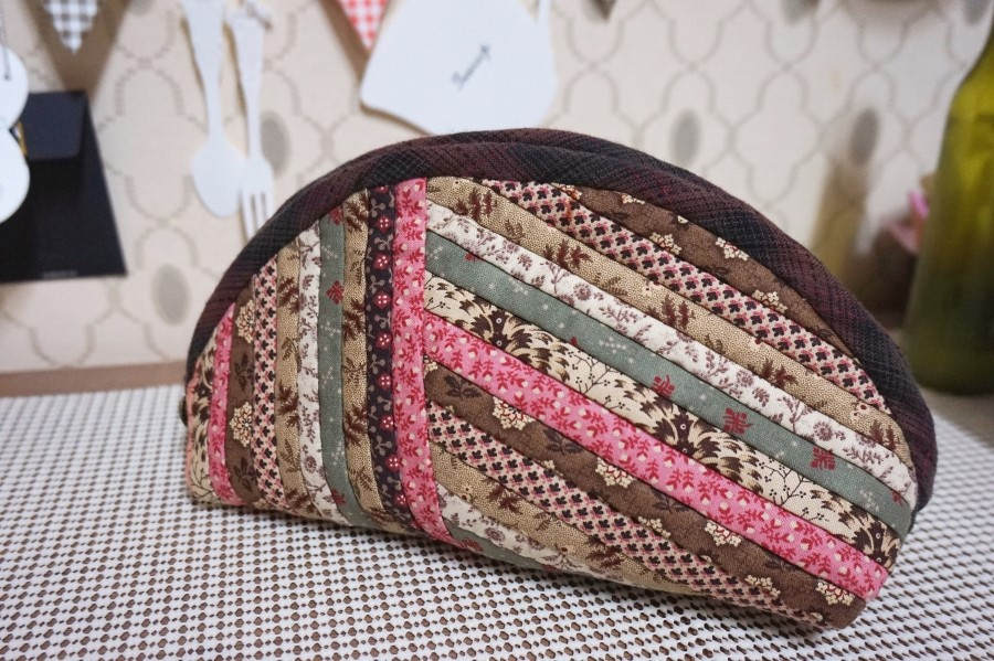 Quilts Zippers Pouch, Cosmetics Bag. DIY tutorial in pictures.