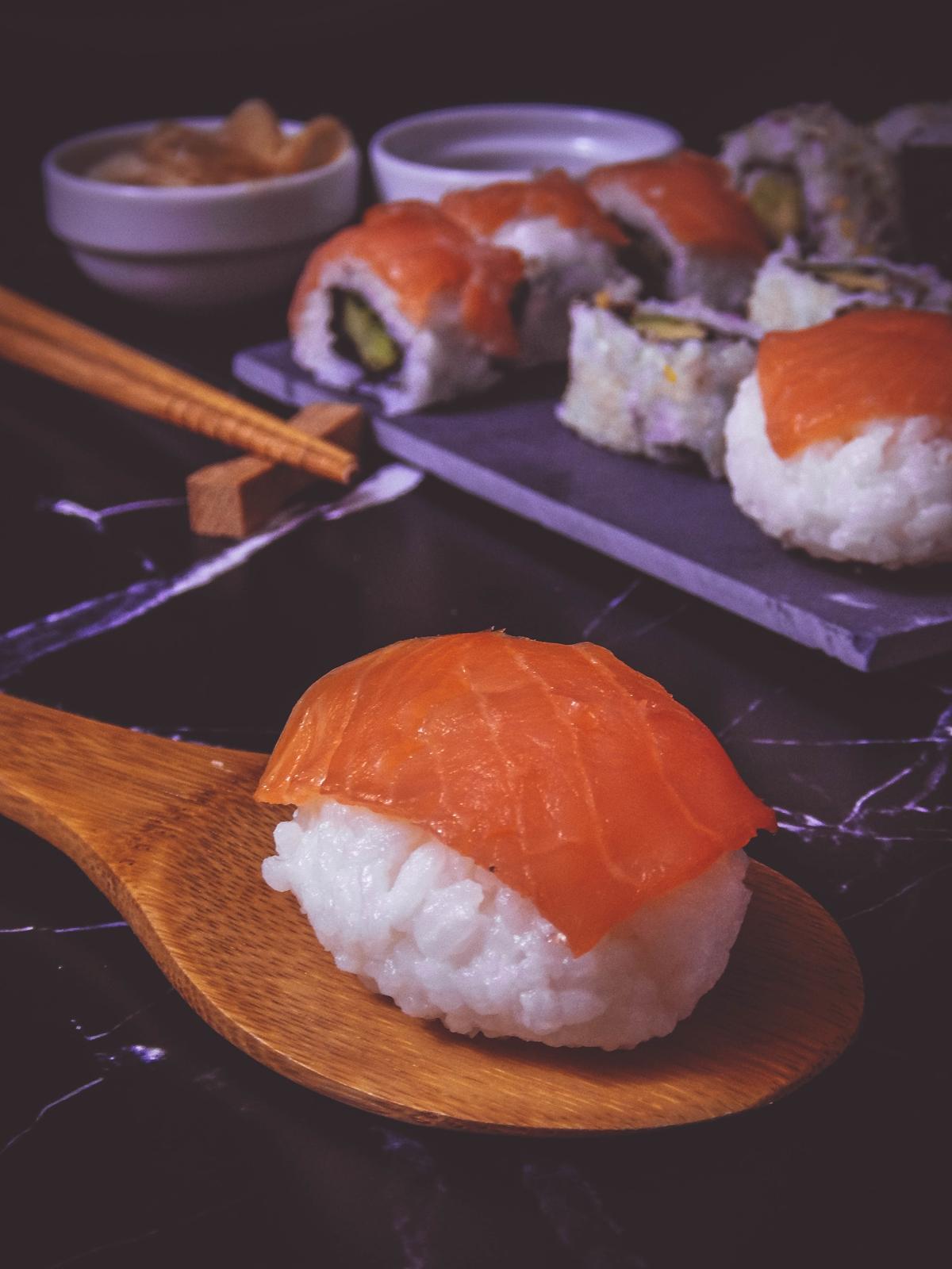przepis na sushi jak zrobić sushi sushi bez surowej ryby z wędzonym łososiem dragon sushi przepis pomysły rodzaje sushi blog kulinarny melodylaniella łódź blogerka łódzka nigiri