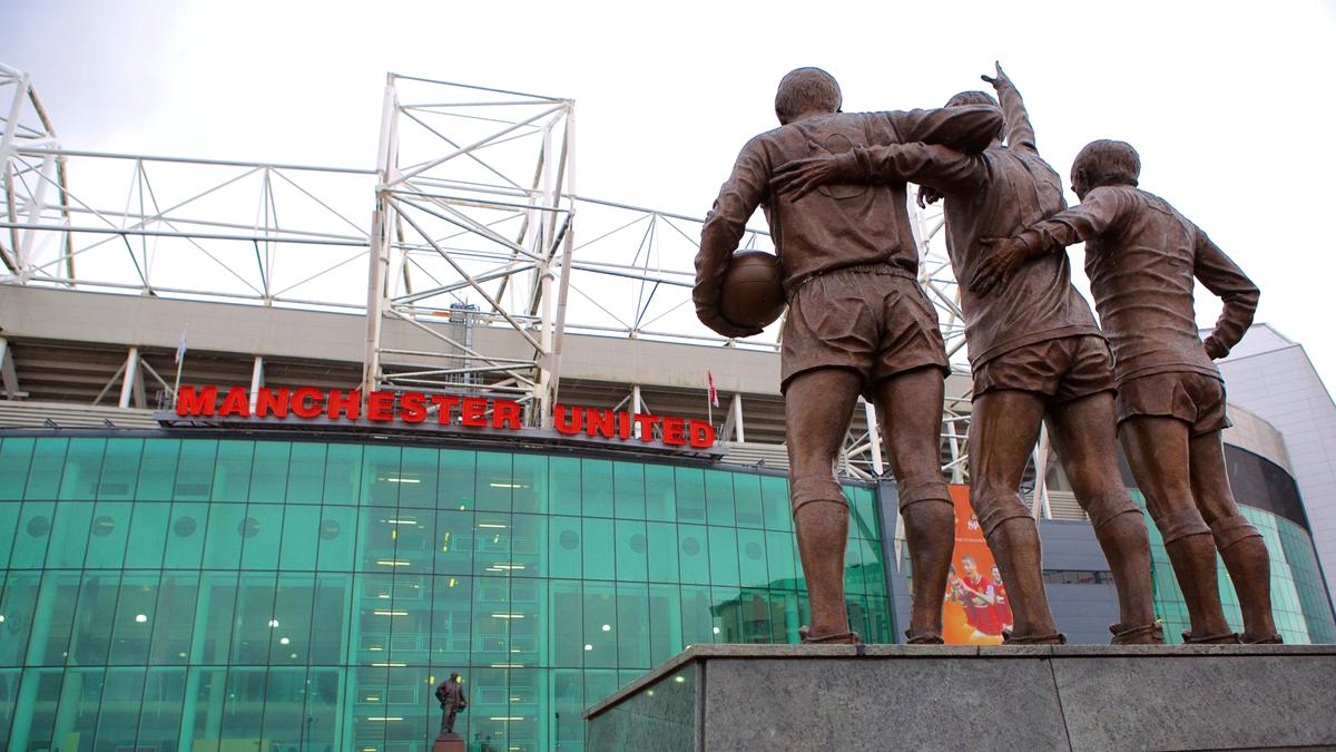 statue storia guida old trafford manchester