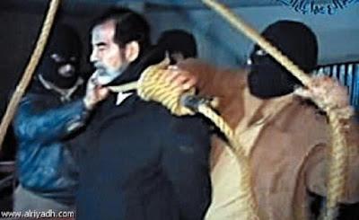 بالفيديو: أحد المشاركين في إعدام صدام حسين يكشف تفاصيل جديدة عن اللحظات الأخيرة ولماذا أعدم يوم العيد