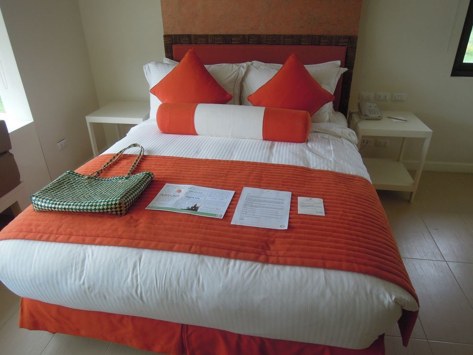 King size bed of a deluxe garden view room in Misibis Bay