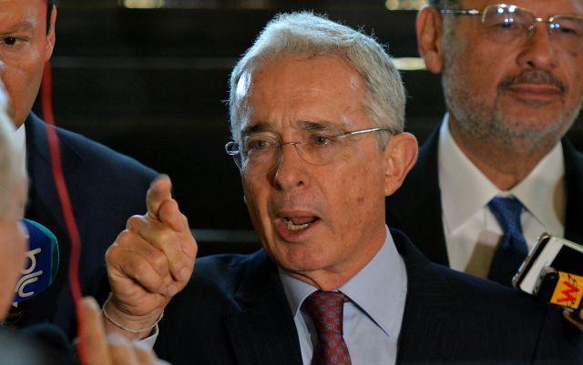 """Uribe pide """"intervención doméstica"""" en Venezuela con apoyo internacional"""
