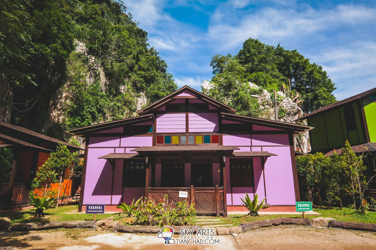 Purple House @ Qing Xin Ling with two rooms and can fit maximum 10 person