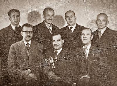 Los ajedrecistas Mateu García, Ginés Viaplana, Bonaventura Cañellas,  Joan Castellsagué, Josep Calzada Bellsoley, Josep Baró Roura y Joaquim Font Montserrat