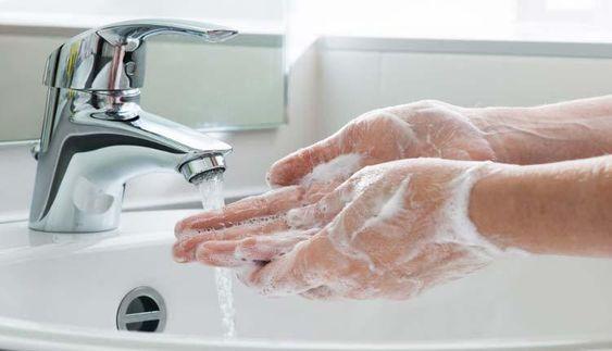 Saiba os cuidados que devemos ter com as nossas mãos, para não pegar nenhuma infecção.