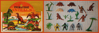 Cave Man; Cavemen; Christmas Crackers; Cracker Jack; Cro-Magnon Man; Dimetrodon; Dinosaur Models; Dinosaur Novelties; Dinosaur Set; Early Man; Giveaways; Homonids; Hong Kong MOC; Humanoids; Kiosko; Made in Hong Kong; Plesiosaur; Prehistoric; Prehistoric Animals; Premiums; Primitive Humans; Pterosaurus; Sinclair Gas Stations; Sinclair Gasoline; Sinclair Petroleum; Small Scale World; smallscaleworld.blogspot.com; Sobres; Stegosaurus; Tim Mee; Tim Mee Dinosaurs; Tyrannosaurus; Wundertüten;