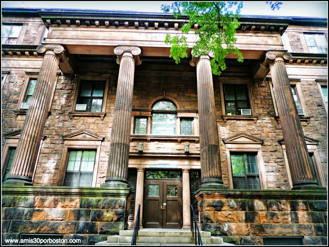 Avenida Hillhouse: Kirtland Hall