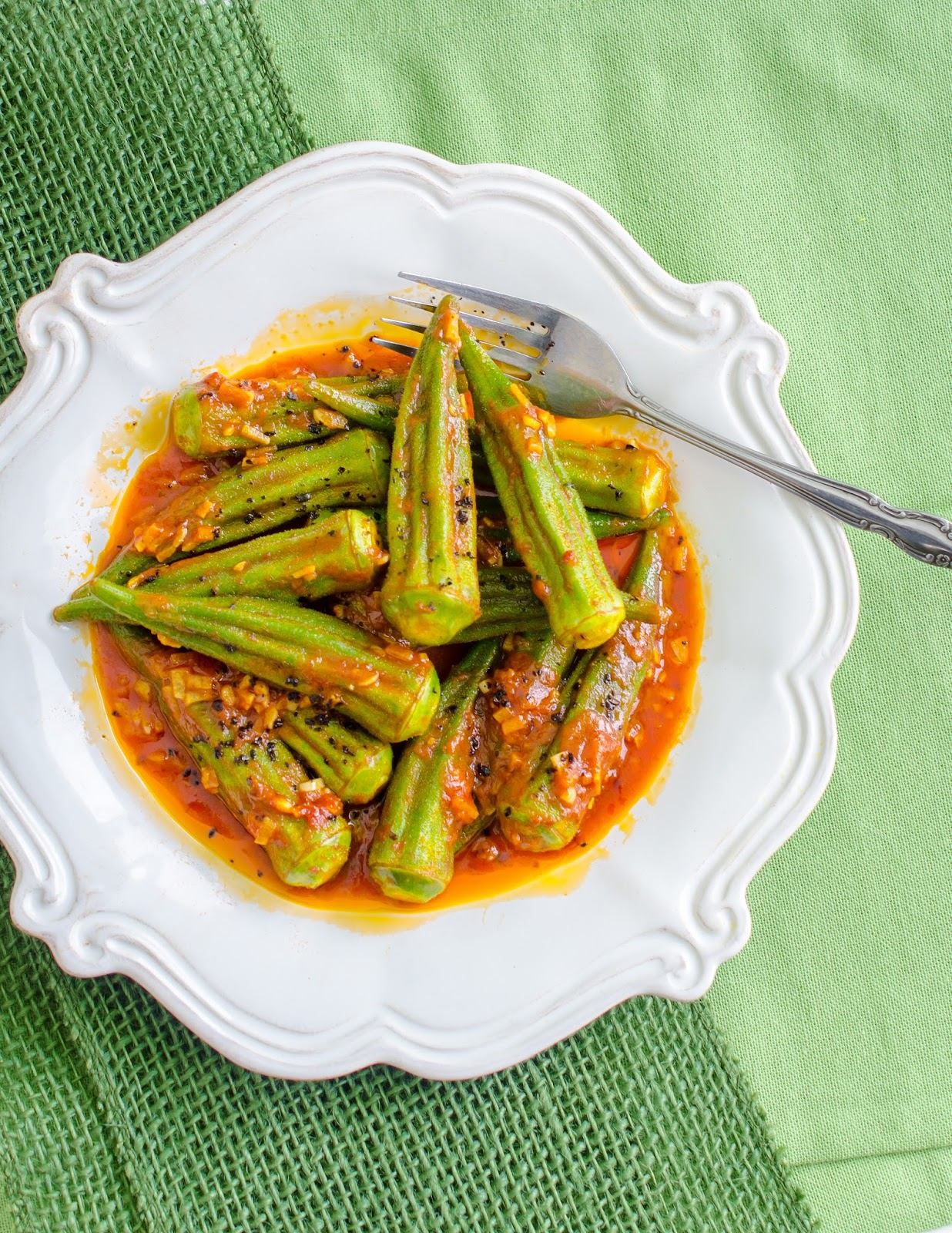 The tiffin box spicy turkish okra saut and robyn eckhardts istanbul and beyond a signed copy giveaway forumfinder Choice Image