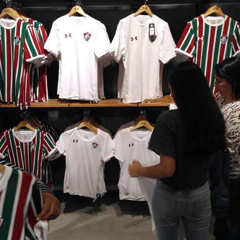 35f3b90e35 Under Armour lança novas camisas do Fluminense em Shopping no Rio de ...
