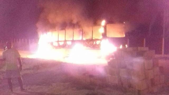Adolescente é apreendido suspeito de incendiar ônibus em Alagoinhas