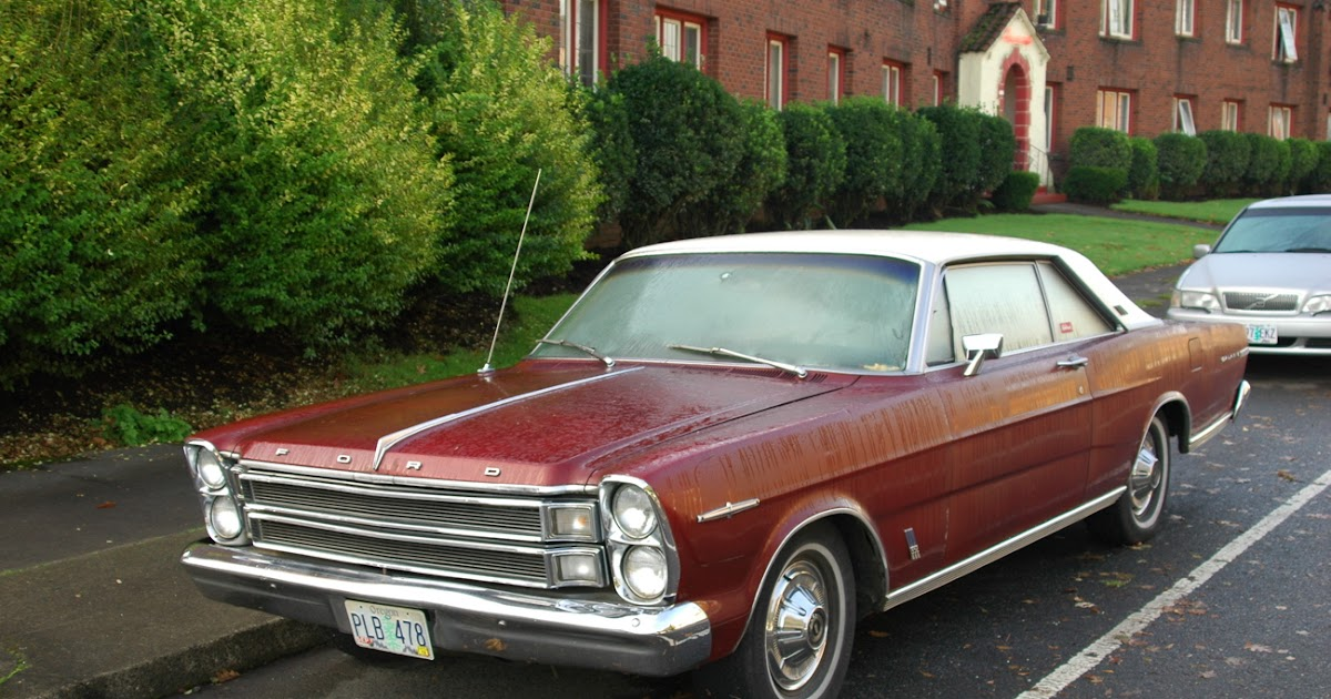 OLD PARKED CARS.: 1966 Ford Galaxie 500 XL.