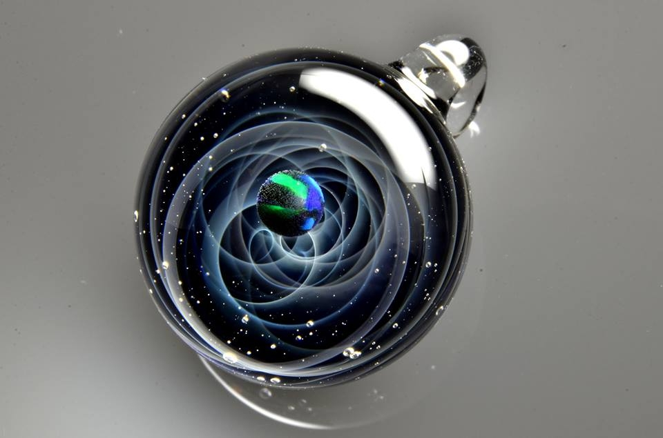 16-Satoshi-Tomizu-とみず-さとし-Galaxies-Sculpted-in-Space-Glass-Globes-www-designstack-co