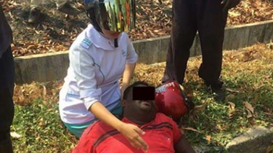 Gadis Uniform Putih Bantu Mangsa Kemalangan Dipuji