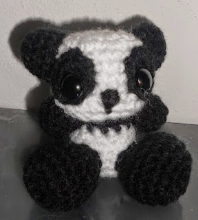 http://makyshandmade.deviantart.com/art/Little-bigfoot-panda-Free-pattern-375648020