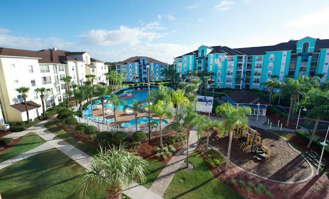 Take a stroll through the lush grounds at Grande Villas Diamond Resorts in Orlando, or treat yourself to a refreshing dip in the pool before trying your hand at miniature golf.